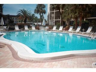 Gorgeous One Bedroom - Steps From Siesta Beach!