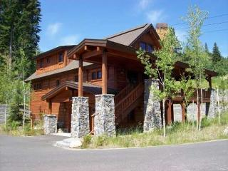 Lonetree 15 - 4 Bedroom, 4 Bath Chalet. Sleeps 10. WIFI.