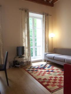 ID 454 - Modern 2 bedroom apartment in the Marais