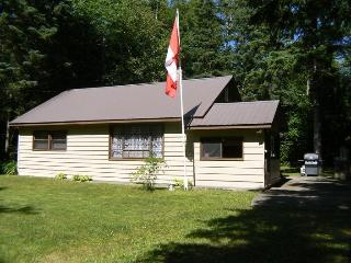 The Nestle Inn cottage, Red Bay, S Bruce Peninsula