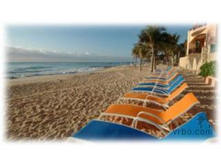 Luna Encantada F-2- beachfront 3 BRs; specials!