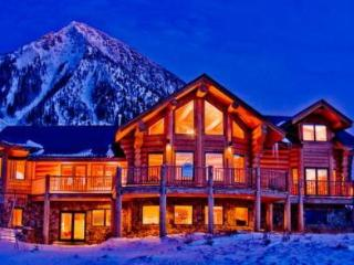 Ski-in/out! Gorgeous! Log Home! Hot Tub! Slps 15
