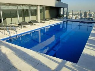 Luxury 1 Bedroom - Pool /Gym/Sauna/BBQ area/ Wi-Fi