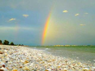 Sanibel's Rainbow, 2 Bdrm on Beach + Bikes & Pets