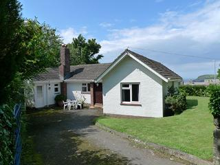 Pet Friendly Holiday Home - New Court, Newport