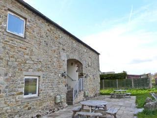 MALHAM family friendly, shared access to swimming pool and games room in Tosside, Ref 15992