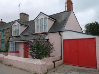 Pet Friendly Holiday Cottage - Ty y Mor, Newport