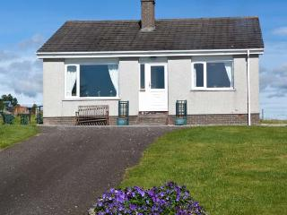 BALNACRUIE, detached single-storey cottage, with off road parking, and garden, in National Park, near Boat of Garten, Ref 19204
