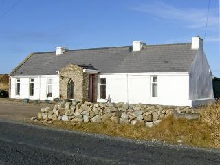 CRANNOG COTTAGE, pet friendly, character holiday cottage, with a garden in Gortahork, County Donegal, Ref 4197