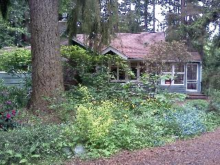 Private North Seattle Guest Cottage