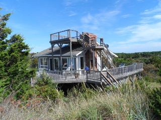 Waterfront Beach house, Fabulous location &amp; decks!
