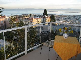 Russian Hilltop Rental - Bay View, WiFi, Pkg.