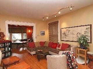 In City -Sleeps 10, Chef's Kitchen, Hot Tub & More