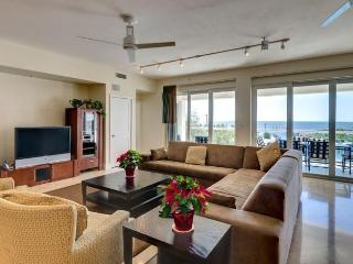 Upscale, Ocean Views -Larger Parties Approved