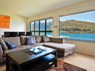 Remarkables Retreat luxury waterfront town house