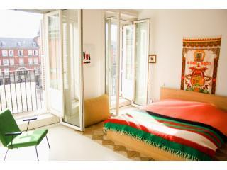 Madrid Plaza Mayor Apartment (Inside the Plaza!)