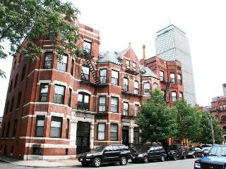 Large Newbury Street 2 Bedroom Apartment, sleeps 6