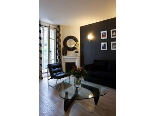 Design Sacre Coeur One Bedroom with Balcony