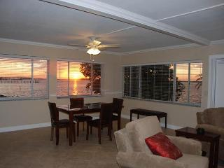 Fort Myers Condo - Magnificent Sunsets & Serenity