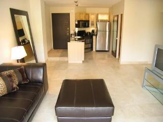 Modern 2br/1ba Near Shops, Restaurants & Shops