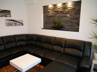 Modern and cosy, near centre, for 1-4 persons