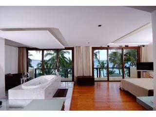 Modern 2BR Beachfront Villa,with indoor jacuzzi