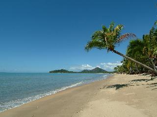 Argosy on the Beach - Jewel of the Cairns Beaches