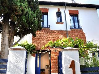 VILLA with PRIVATE GARDEN in  Madrid centre