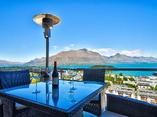 Queenstown Views-Walk to Town  $600-$850 per night