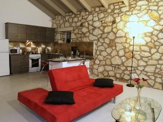 Luxurious 2 bed villa. Free WiFi. Near sandy beach