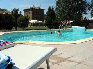 Apartment 5 min from Ferrara and 30 from Bologna