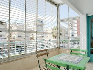 Short term rentals by the sea Tel Aviv beach cheap