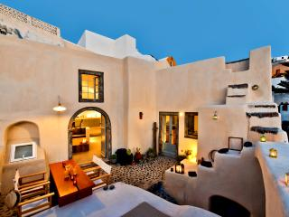 Villa Matrona: Finikia/Oia Sleeps 7