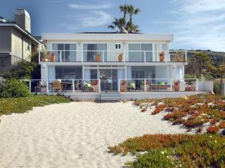 MODERN MALIBU -60 FT OF PRIVATE BEACH!!