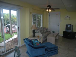 Cocoa Beach Cottage - Downstairs Unit
