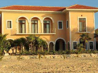 Hacienda Corazon Beach Front 4-10 BR Amazing Villa