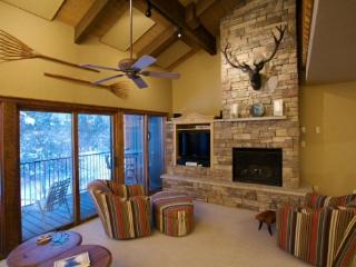 Rejuvenating Luxury Condo - A Mountain Paradise! *Large Private Deck & Tons of Amenities*