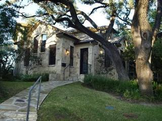 Amazing Modern Home Walk to SOCO 1 mile from DT