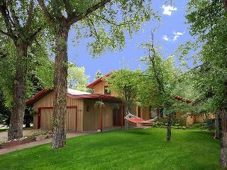Location &amp; Luxury in Aspen&#39;s desireable West End!