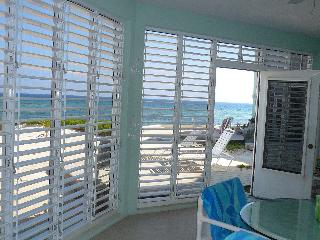 Beachfront ground floor condo rental The Laurelei