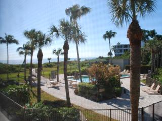 Gulf Front Complex, Renovated 2 Bd Condo Free Wifi