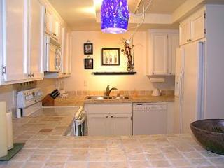 3 Bedroom, 2 Bathroom Vacation Rental in Solana Beach - (SUR171)