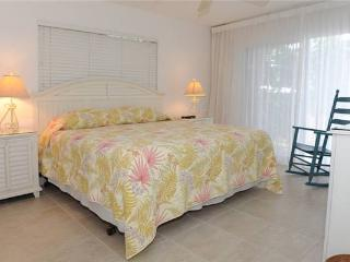 Ocean-front 2BR condo, King &amp; Twin beds #9