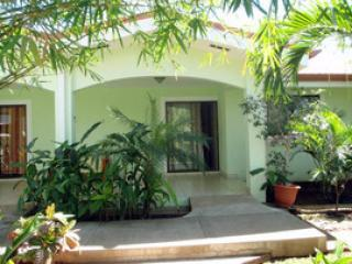Cozy Tropical Condo - 300mts from the beach