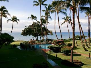 Kanai A Nalu # 212 Beachfront 2br/2bath Condo