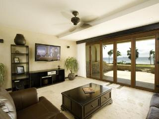 Gorgeous Beachfront Condo in Playa Flamingo