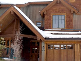 Luxury Ski in 2/2 in the heart of Breckenridge