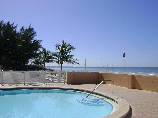 Sunset Chateau - Oceanfront 1 Bedroom, Pool