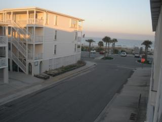 2 Bedroom, 2 bath Condo with Beach View