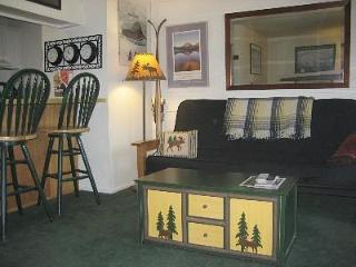 Cozy Mammoth Studio Condo-Sleeps 1-4
